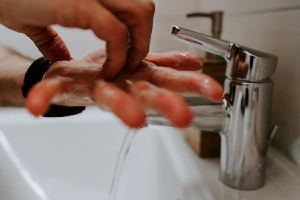 Handen wassen: de RIVM richtlijnen.